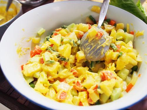 Sayuran dan saus huzarenzla yang dicampur