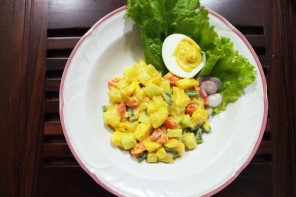 Penyajian Huzarenzla - Salad Belanda