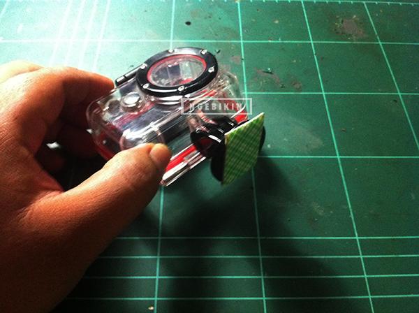double tape yang ditempel pada bagian bawah tripod mounting   Cara membuat DIY Dome Acrylic Ball