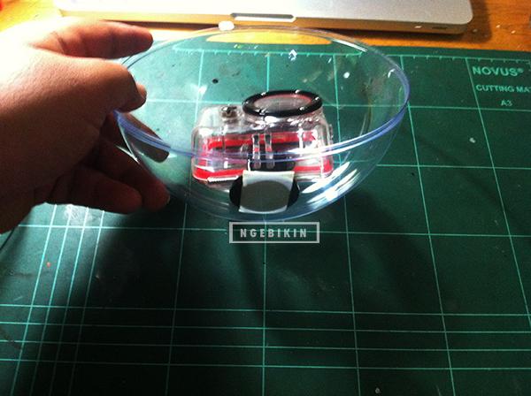 waterproof case dan tripod mounting yang ditempel dalam bola akrilik   Cara membuat DIY Dome Acrylic Ball