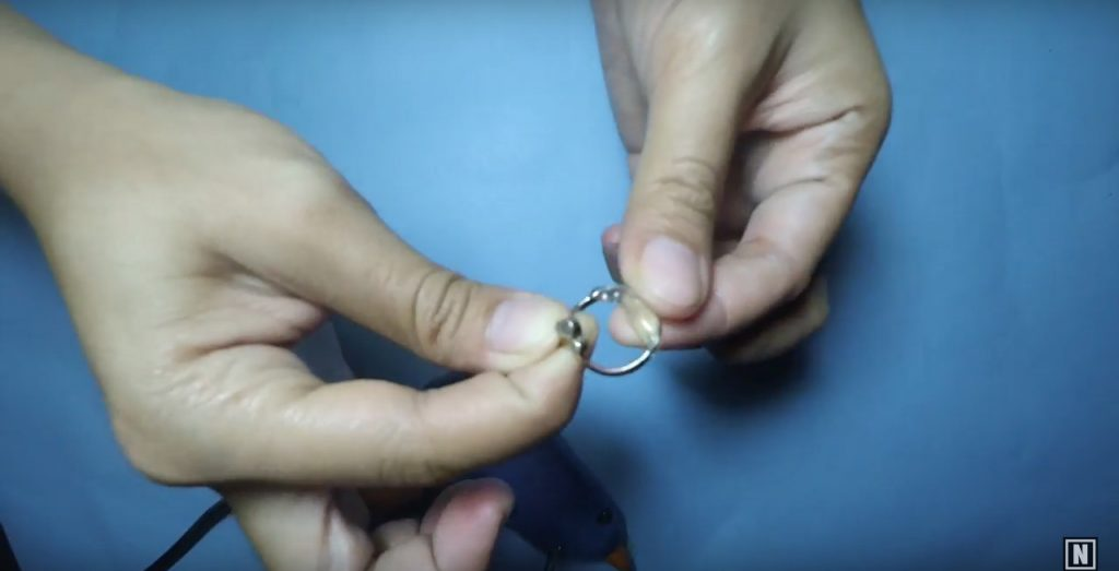 menunggu-lem-panas-mengering-ngebiki-cara-mudah-mengecilkan-ukuran-cincin
